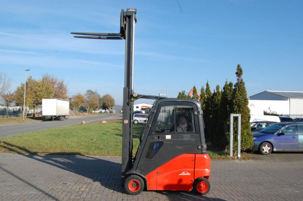 Linde E18PH-01 Electric 4-wheel forklift
