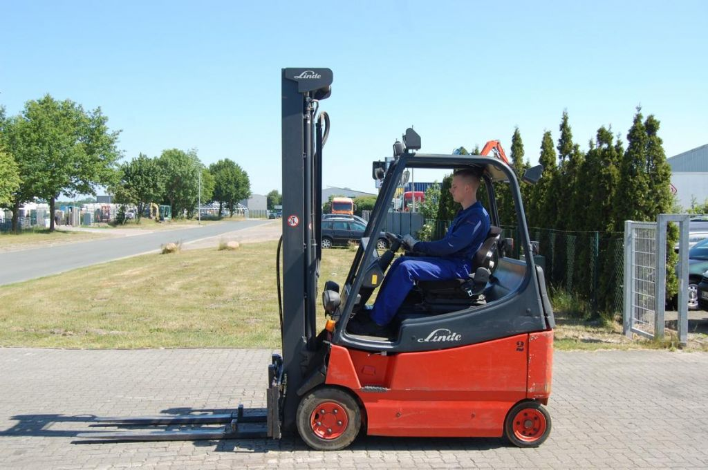 Linde E20/02/600 Elettrico 4 ruote www.hinrichs-forklifts.com