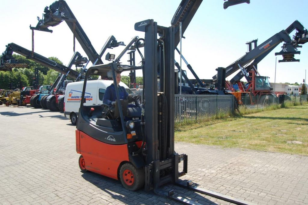 Linde E20/02/600 Electric 4-wheel forklift