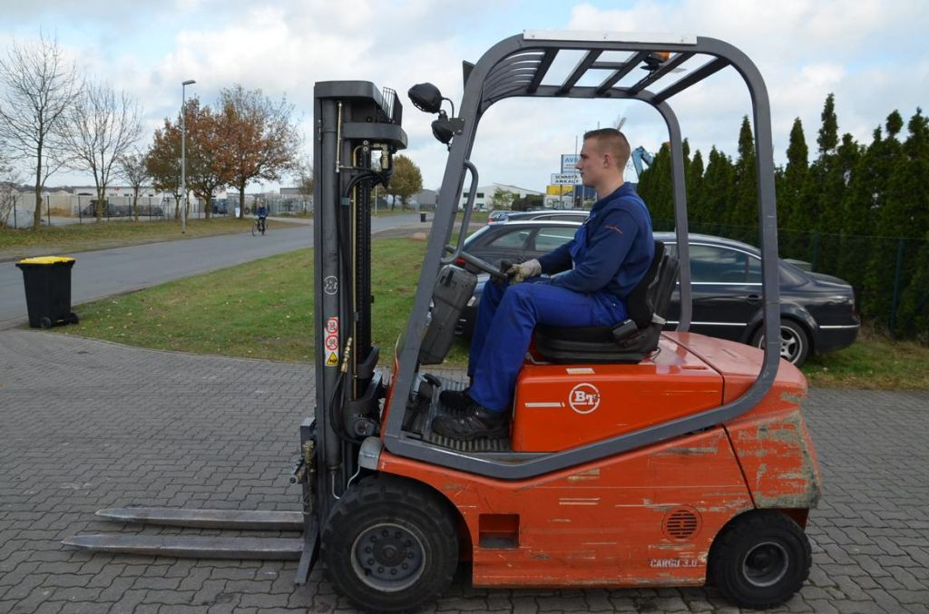 BT CBE3.0 Electric 4-wheel forklift www.hinrichs-forklifts.com
