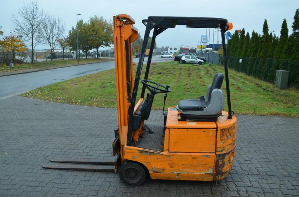 Still EFG1.0 Electric 3-wheel forklift www.hinrichs-forklifts.com