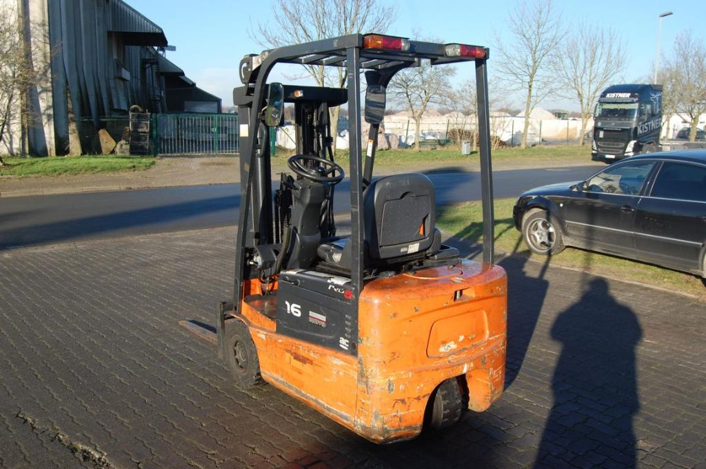 Doosan E16R-5 Electric 3-wheel forklift