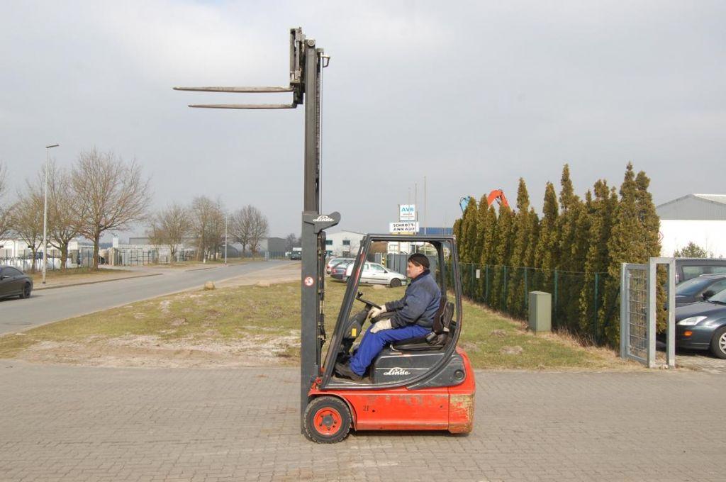 Linde E14-02 Electric 3-wheel forklift