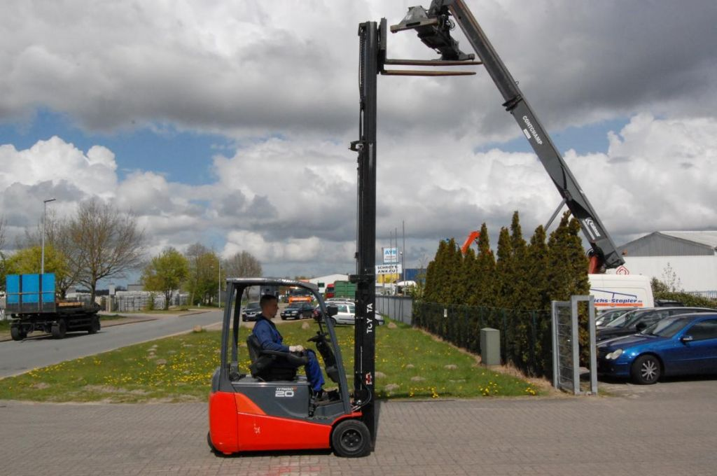 Toyota 8FBET20 Electric 3-wheel forklift