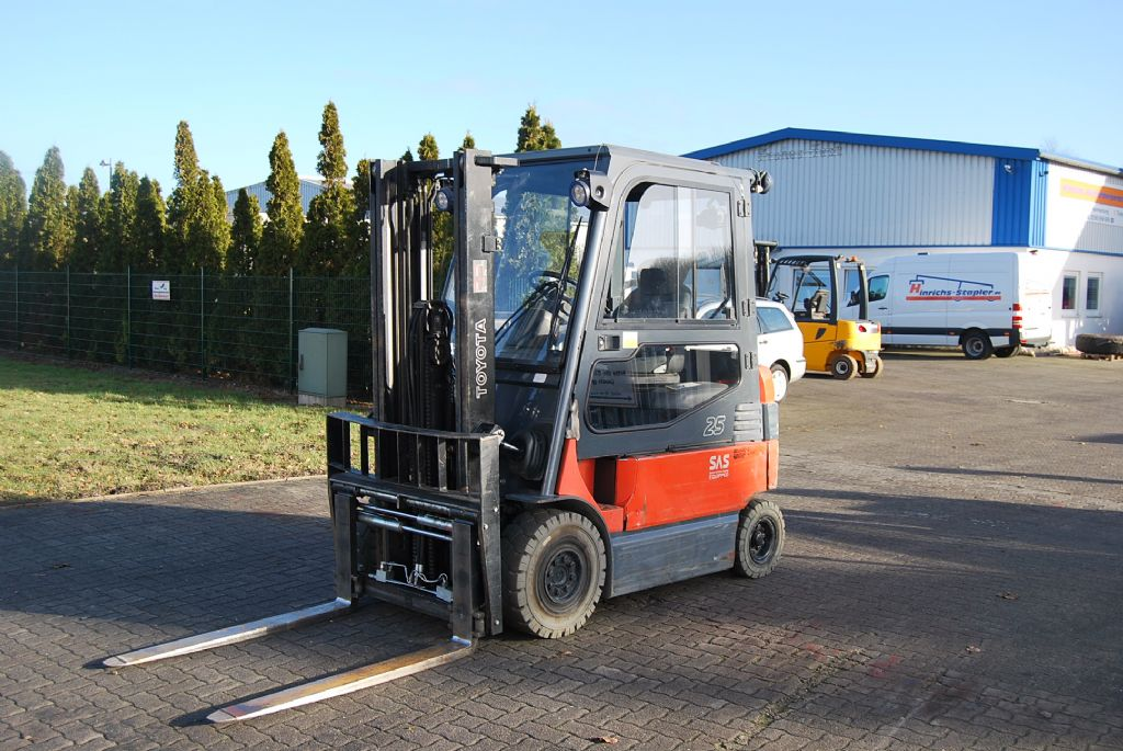 Toyota 7FBMF25 Electric 4-wheel forklift