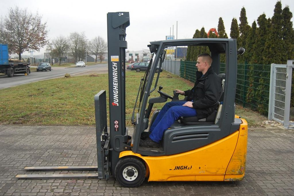 Jungheinrich EFG216 Electric 3-wheel forklift