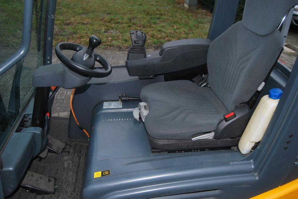 Jungheinrich EFG216 Electric 3-wheel forklift