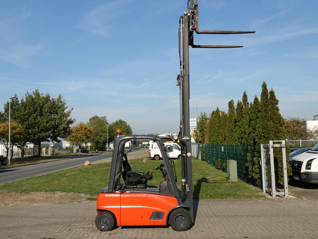 Linde E20PL Electric 4-wheel forklift