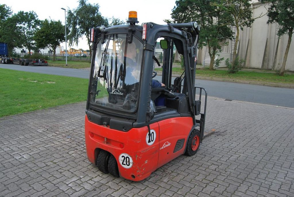 Linde E14-01 Electric 3-wheel forklift