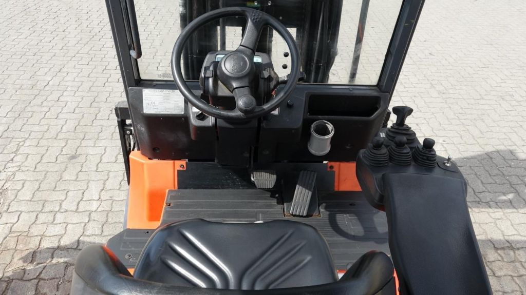Toyota FFBMF35 Electric 4-wheel forklift