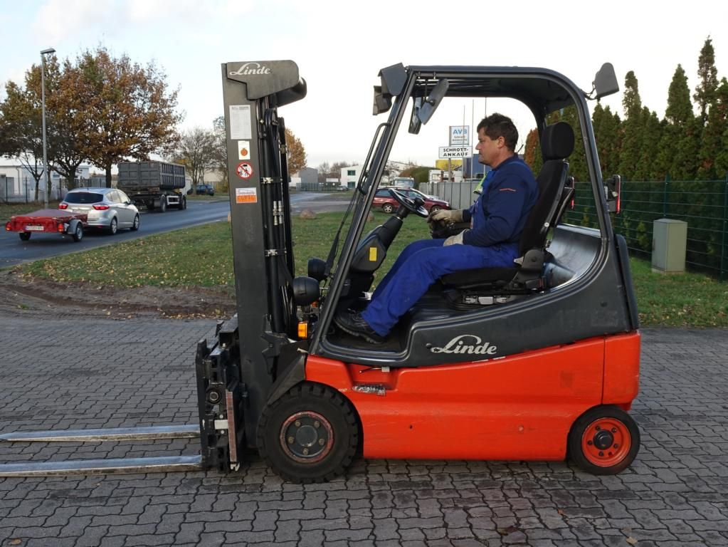 Linde E20-02 Elettrico 4 ruote www.hinrichs-forklifts.com