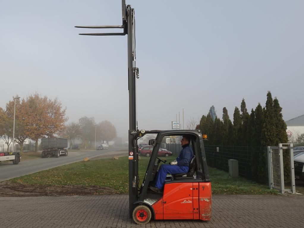 Linde E16H Electric 3-wheel forklift