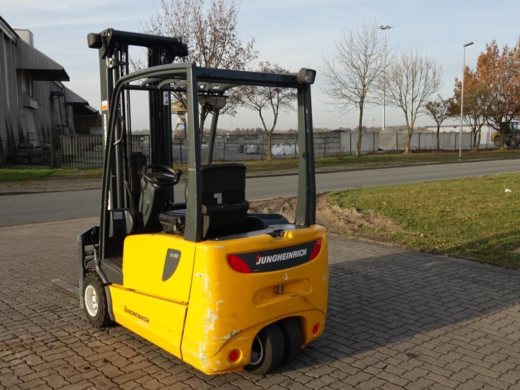 Jungheinrich EFG218 Electric 3-wheel forklift