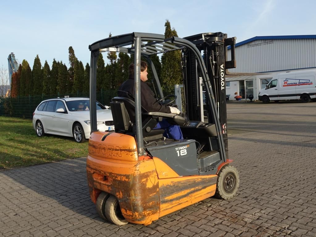 Toyota 8FBEKT18 Electric 3-wheel forklift