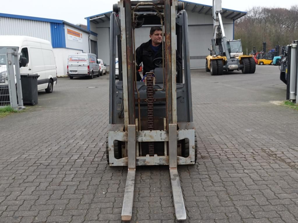 Linde E15-01 Electric 3-wheel forklift