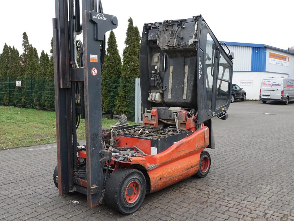Linde E25-03 Electric 4-wheel forklift