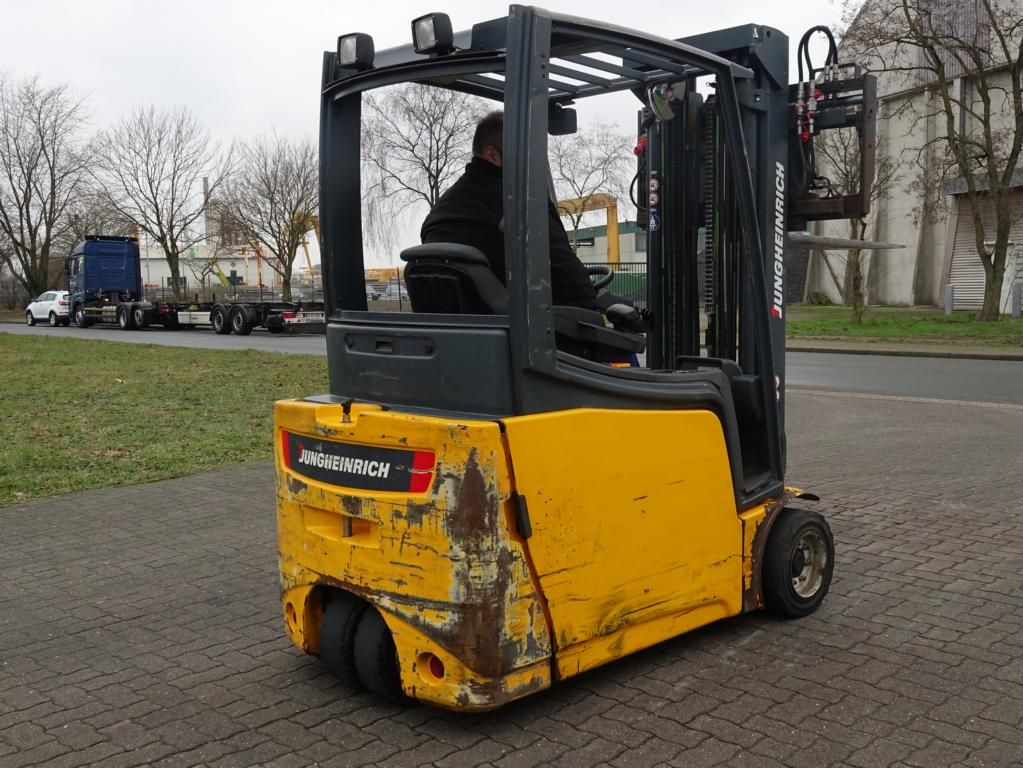 Jungheinrich EFG220 Electric 3-wheel forklift