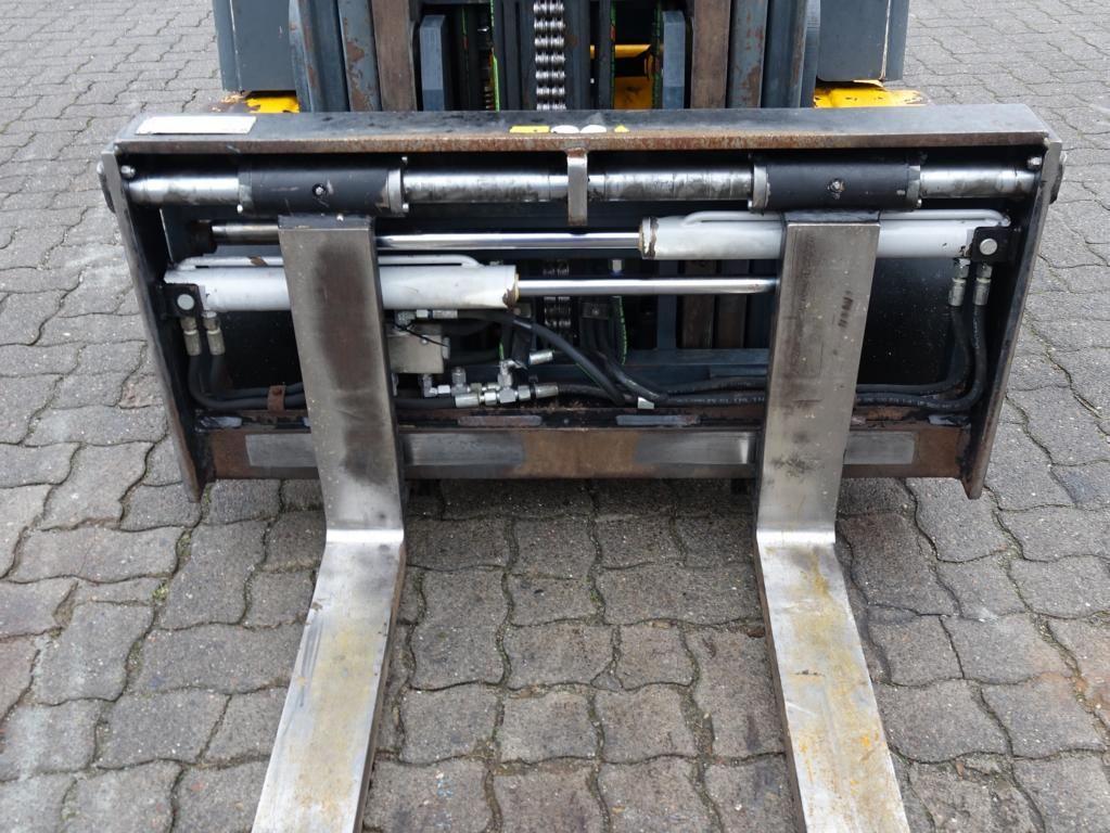 Jungheinrich EFG320 Electric 4-wheel forklift