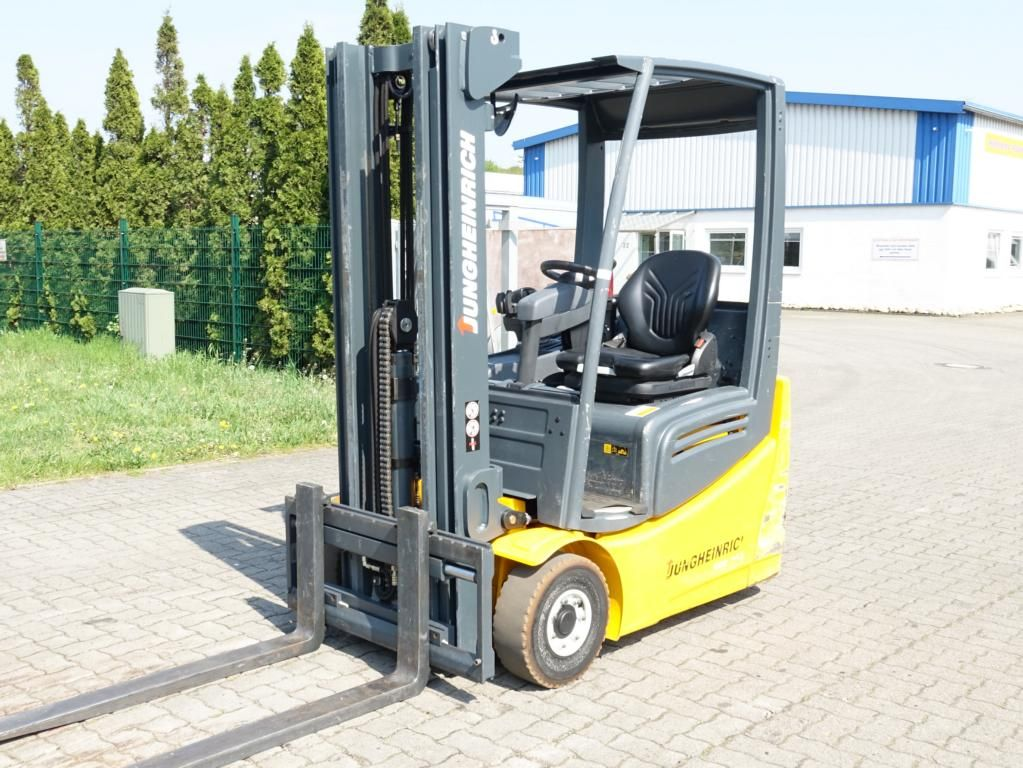 Jungheinrich EFG213 Electric 3-wheel forklift