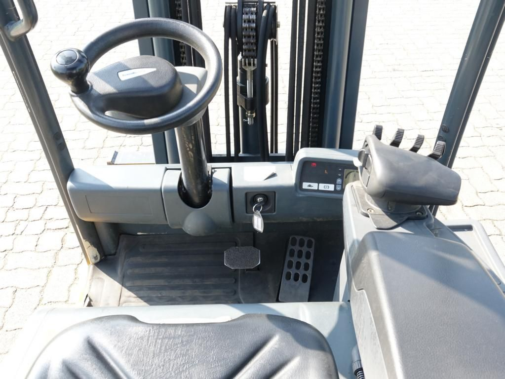 Jungheinrich EFG216K Electric 3-wheel forklift