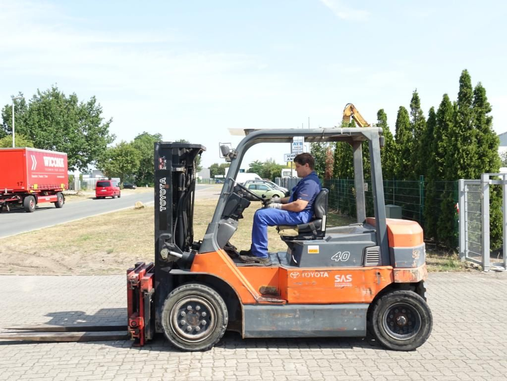 Toyota 7FBMF40 Electric 4-wheel forklift www.hinrichs-forklifts.com
