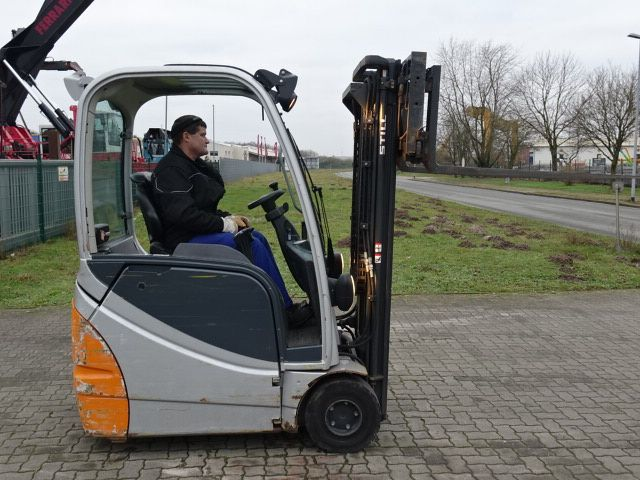 Still RX20-16 Electric 3-wheel forklift www.hinrichs-forklifts.com