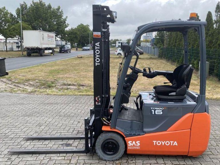 Toyota-8FBEKT16-Elektro 3 Rad-Stapler