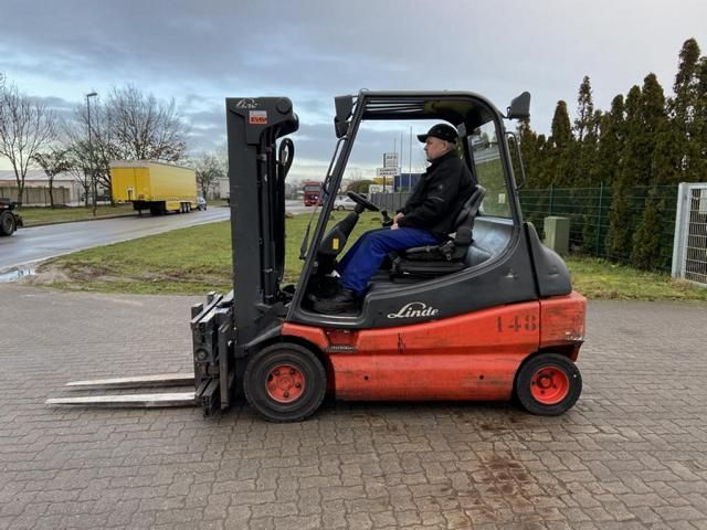 Linde E30-03-600 Electric 4-wheel forklift