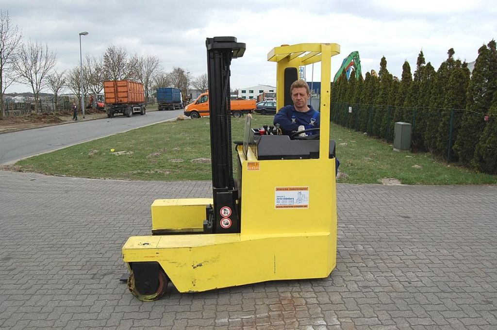 Hyster RM2.0 Four-way side loader www.hinrichs-forklifts.com
