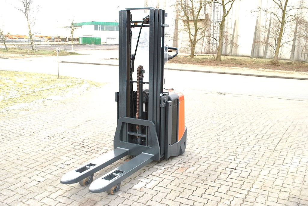 BT SPE125L High Lift stacker