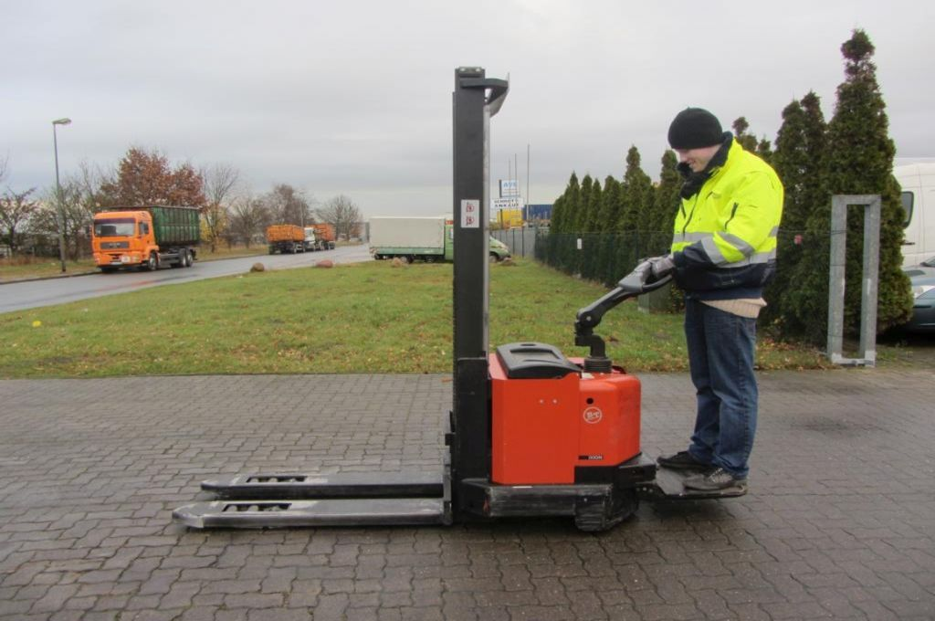 BT SWE120 L High Lift stacker www.hinrichs-forklifts.com