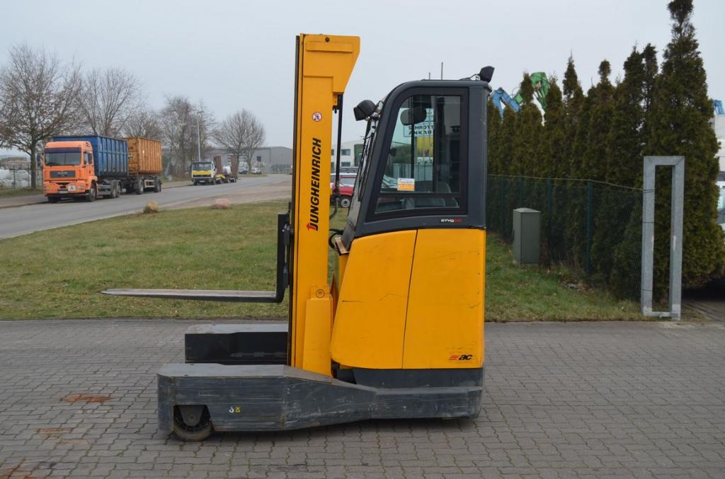 Jungheinrich ETVQ 25 Four-way side loader www.hinrichs-forklifts.com