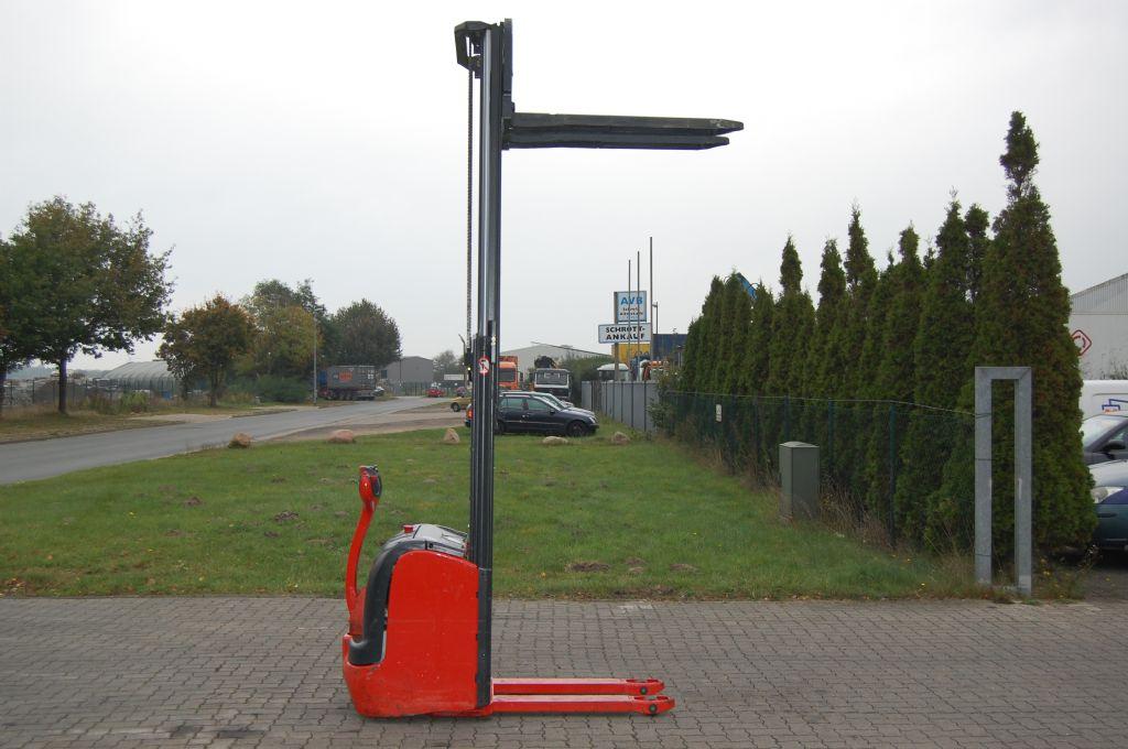 Linde L16 High Lift stacker