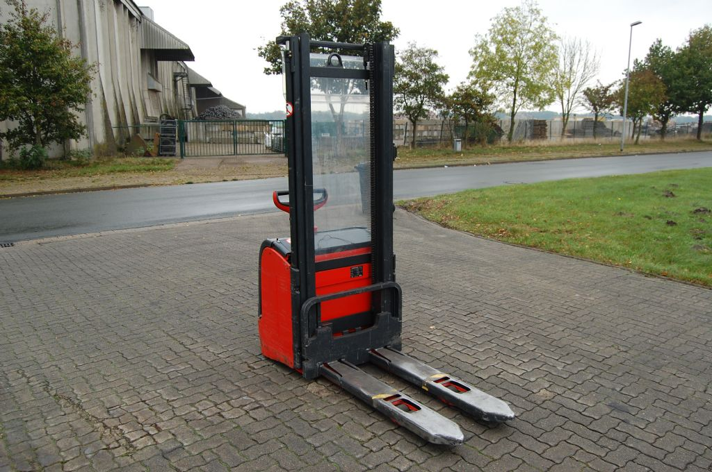 Linde L16 High Lift stacker