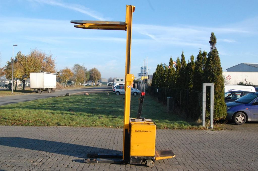 Jungheinrich ERC12,5 G115-2902T High Lift stacker