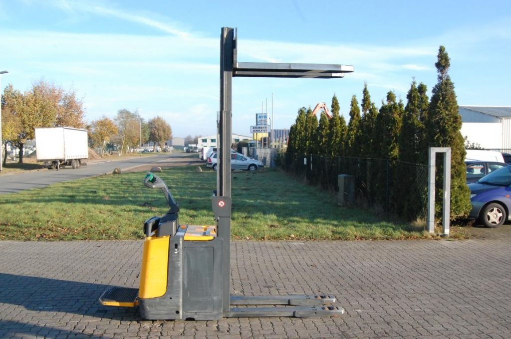 Jungheinrich ERD220 / G119-250DT High Lift stacker