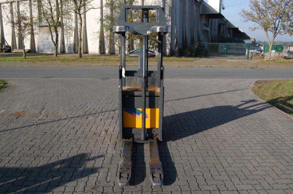 Jungheinrich ERD220 High Lift stacker