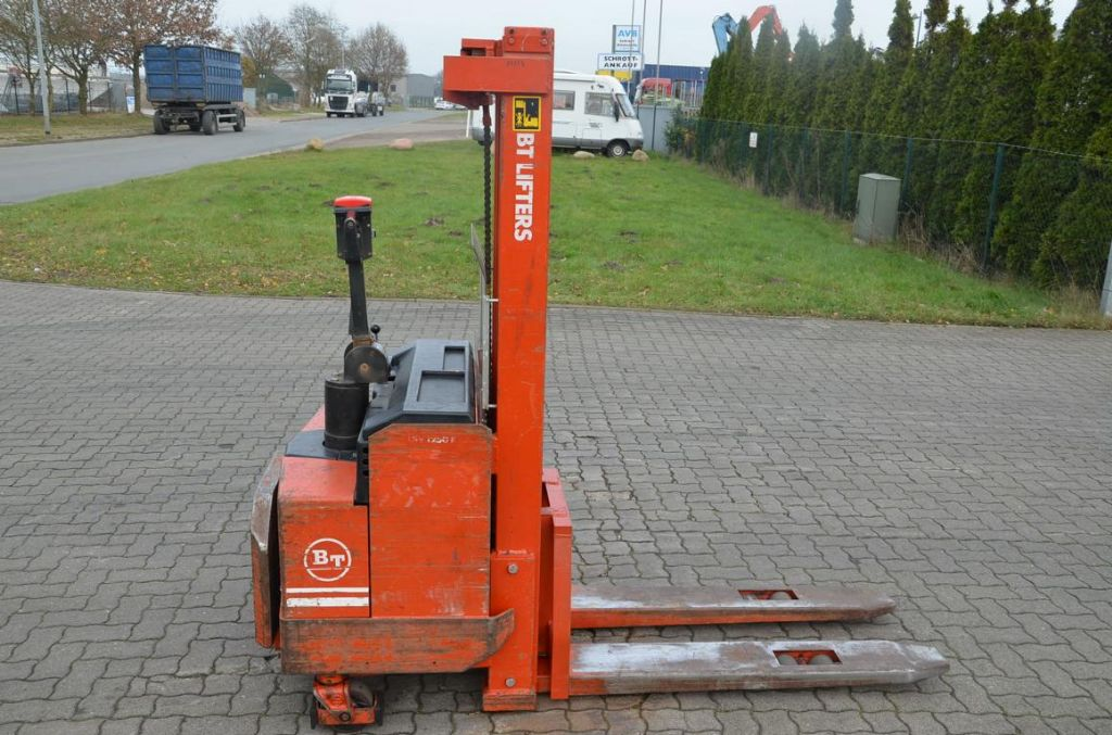 BT LSV1250E/10 High Lift stacker www.hinrichs-forklifts.com