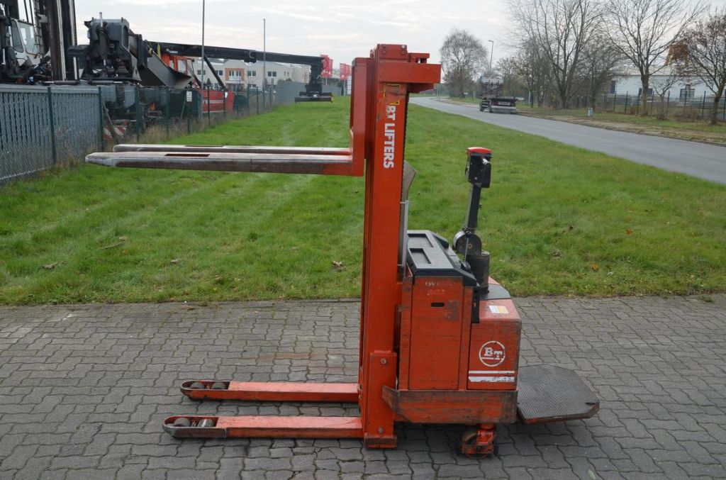 BT LSV1250E/10 High Lift stacker