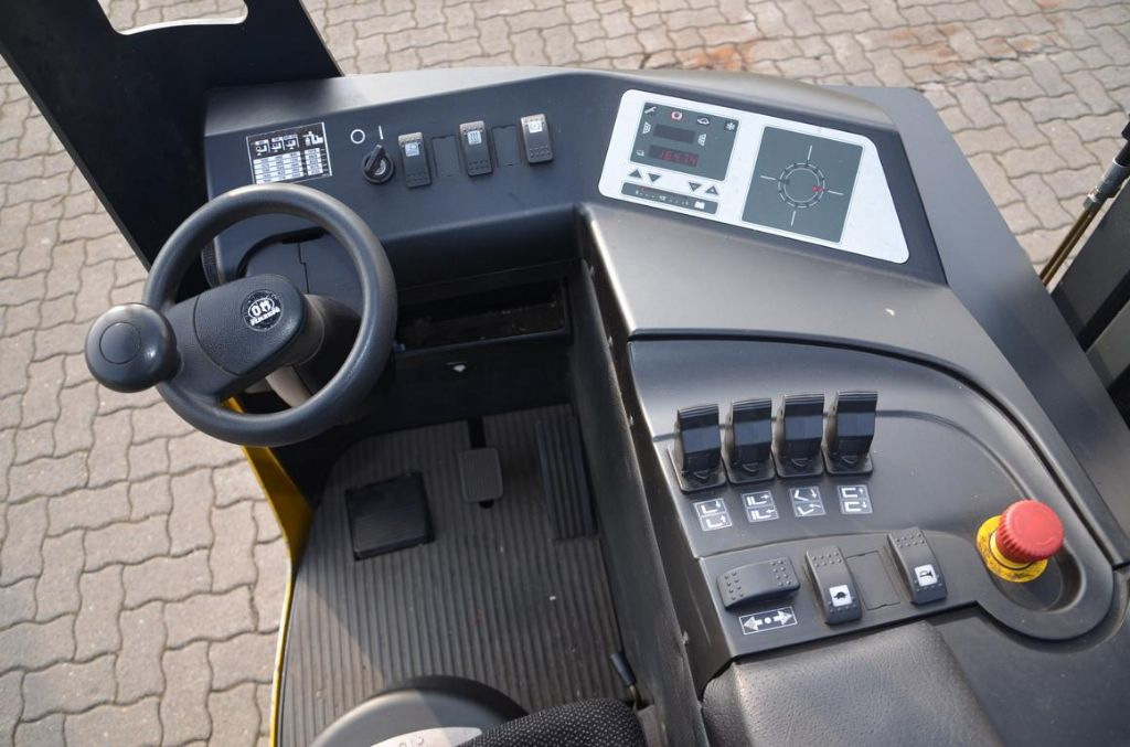 OM XR20AC Reach Truck