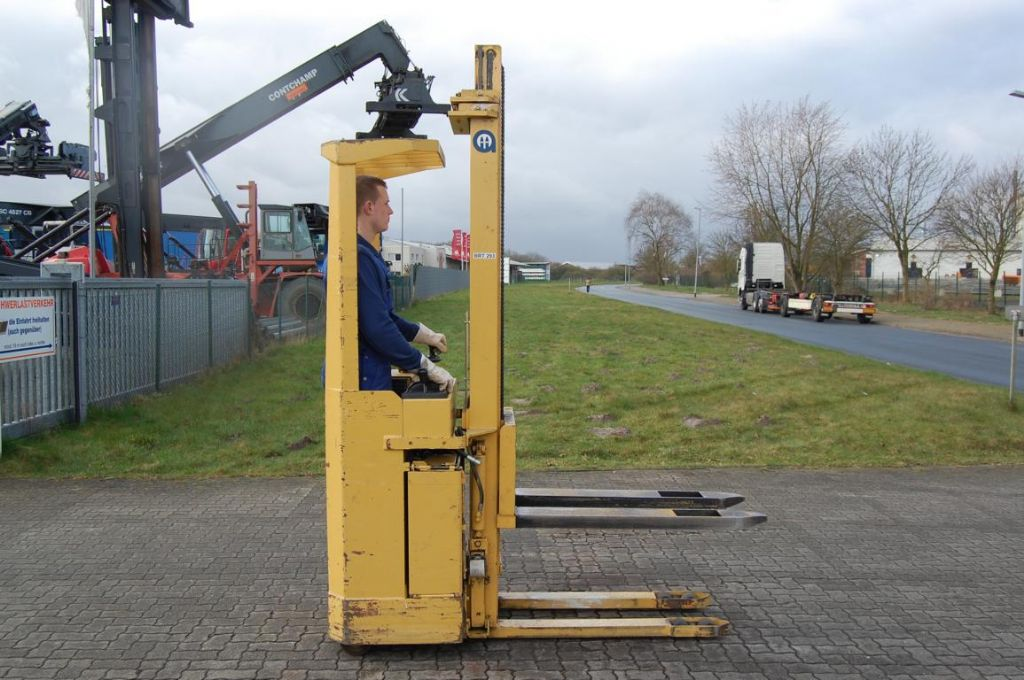 Abeko 15SATTX Stand-on stacker www.hinrichs-forklifts.com
