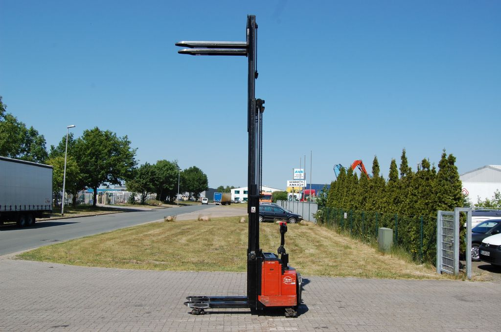 BT LSF1250/11 High Lift stacker