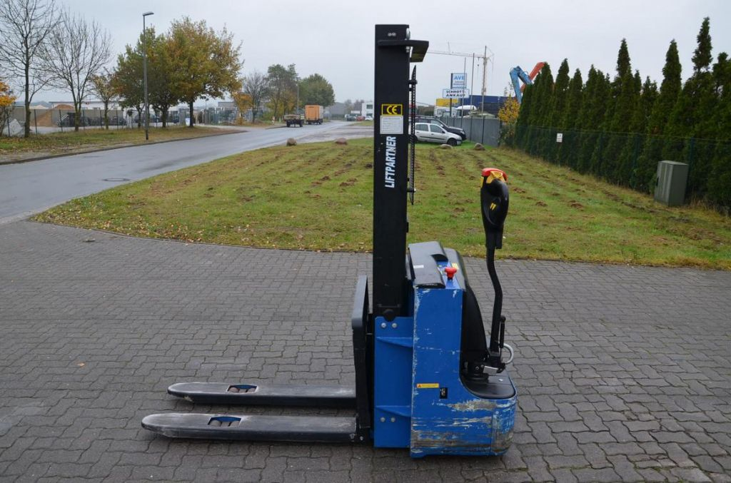 LIFTER Liftpartner 1.2 Pedestrian Stacker www.hinrichs-forklifts.com