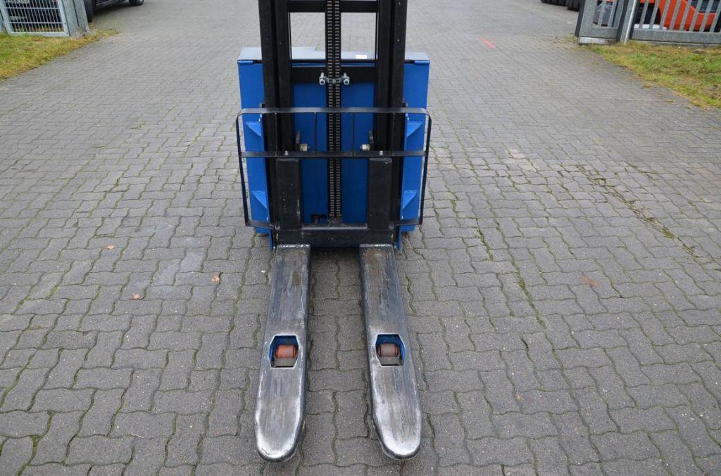 LIFTER Liftpartner 1.2 Pedestrian Stacker
