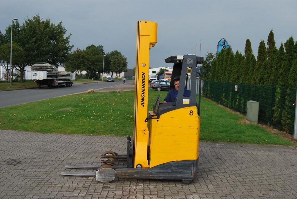 Schubmaststapler-Jungheinrich-ETV214