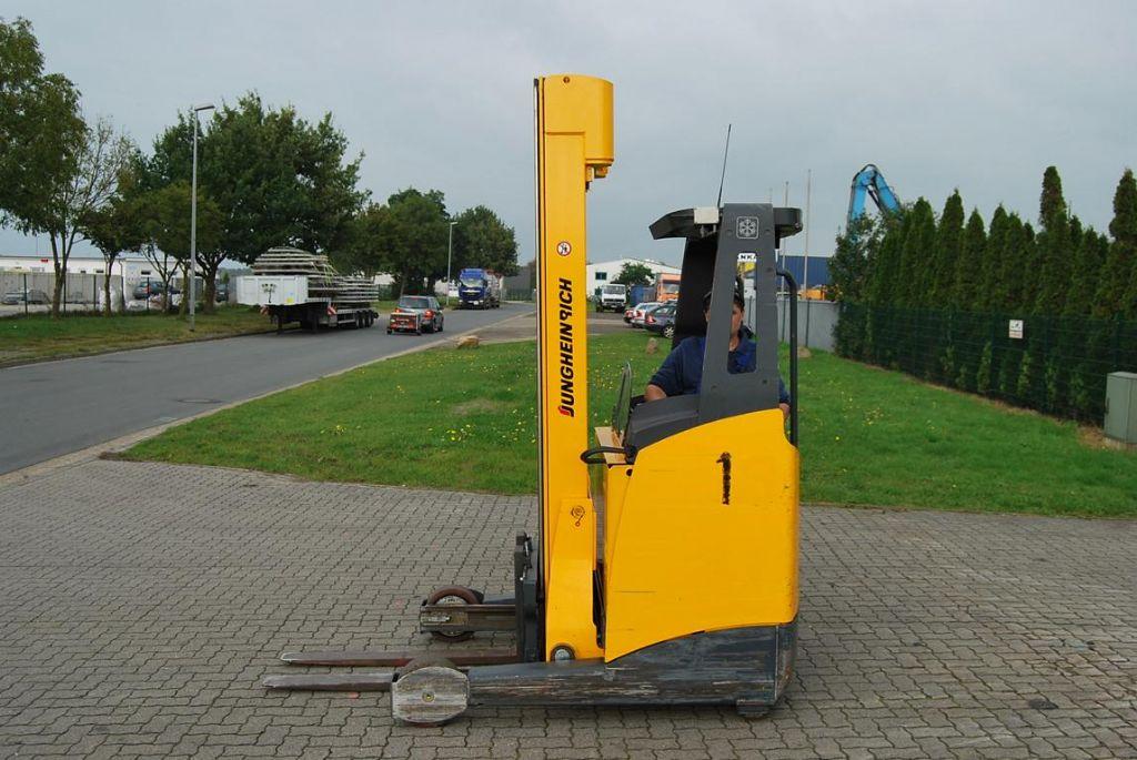 Schubmaststapler-Jungheinrich-ETV 214