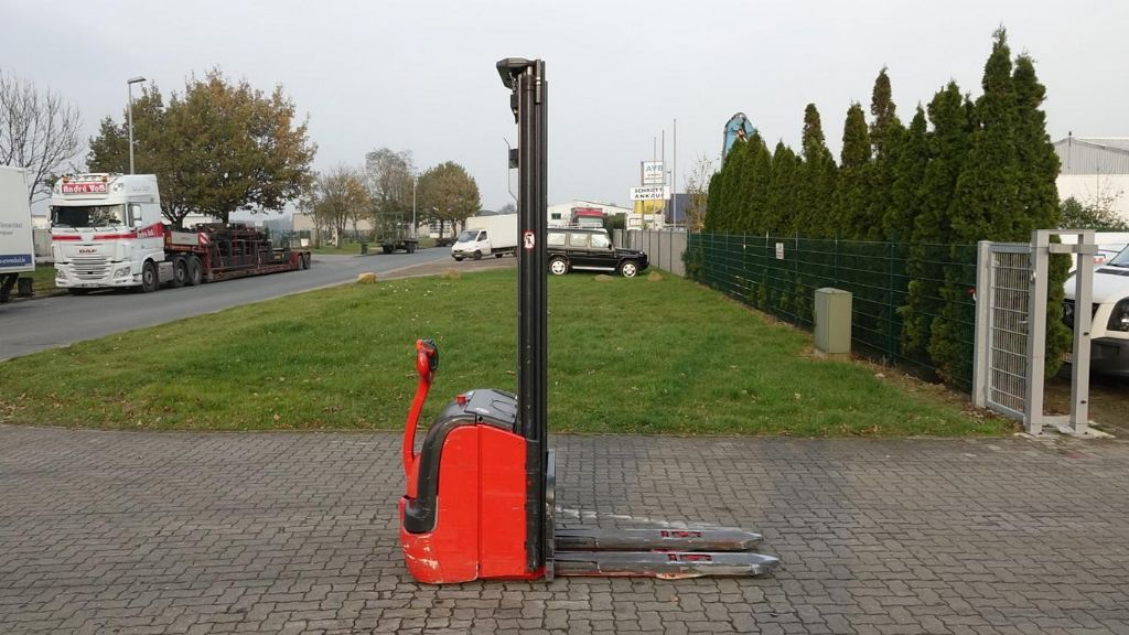 Linde L14 High Lift stacker www.hinrichs-forklifts.com