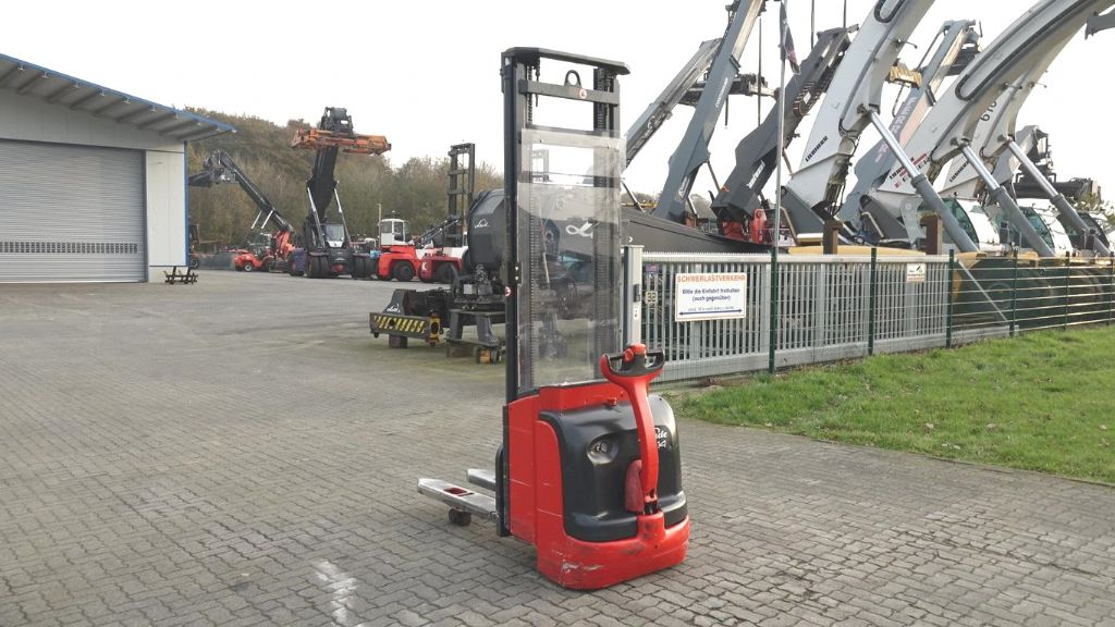 Linde L14 High Lift stacker