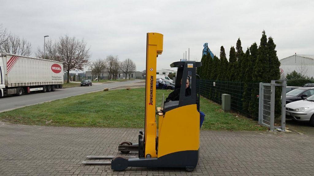 Schubmaststapler-Jungheinrich-ETV114