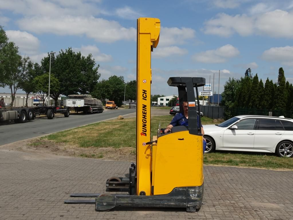 Schubmaststapler-Jungheinrich-ETV216